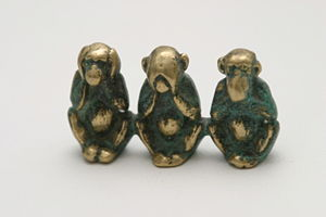 300px-three_wise_monkeys_figure @ wikipedia